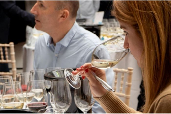 Photo for: UK's wine experts to pick out outstanding wines to drink in 2021